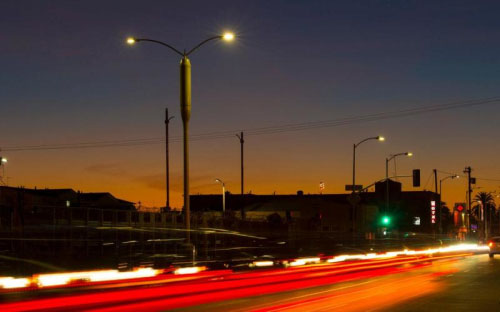 洛杉矶智能路灯:有光有网络创意设计