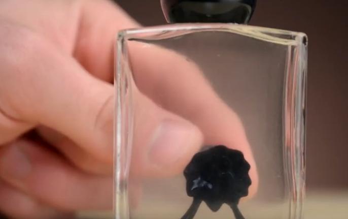 神奇的磁流体创意设计创意,有磁铁靠近就能千变万化