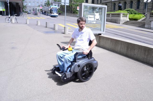 可以爬楼梯的轮椅创意设计