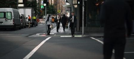 装在地上的红绿灯创意,低头族再也不怕被撞了创意设计