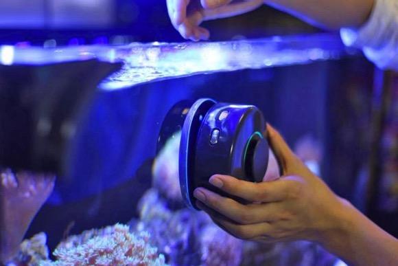 可远程遥控的自动清洗鱼缸机器人创意设计