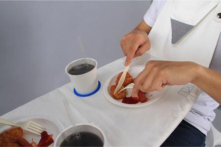 挂在脖子上的双人情侣餐桌创意设计