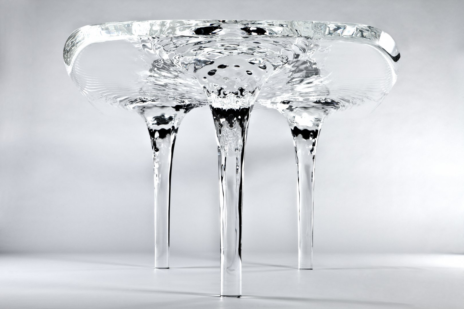 """逼真的漩涡""""水""""桌子创意设计"""