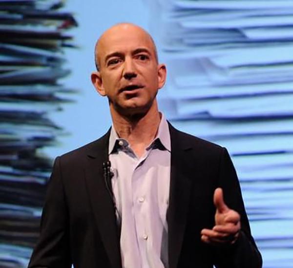 亚马逊CEO贝佐斯耗资4600万美元打造万年钟创意,1000年响一次
