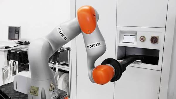 创意广告:机械手与世界乒乓球冠军比赛 人类会赢吗?