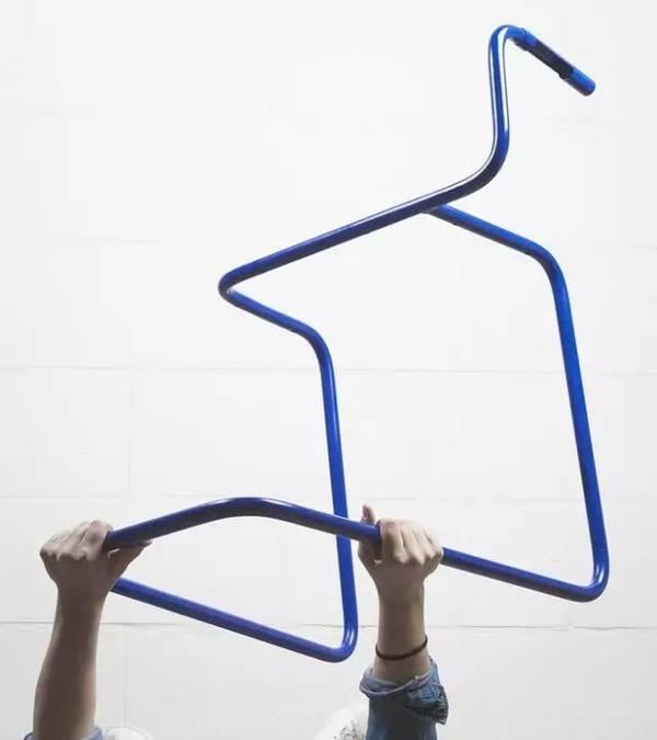 抖腿就能发电的椅子创意设计,带USB口可给手机充电