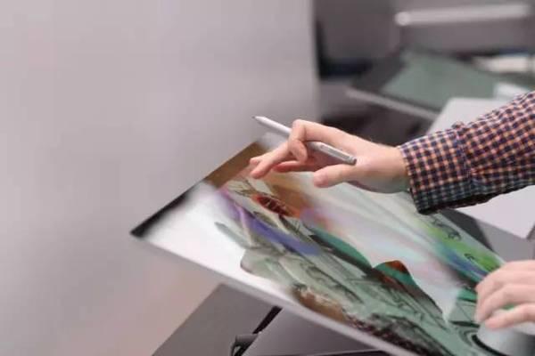 微软发布Surface创意,Studio一体机,附带一个圆柱形神器