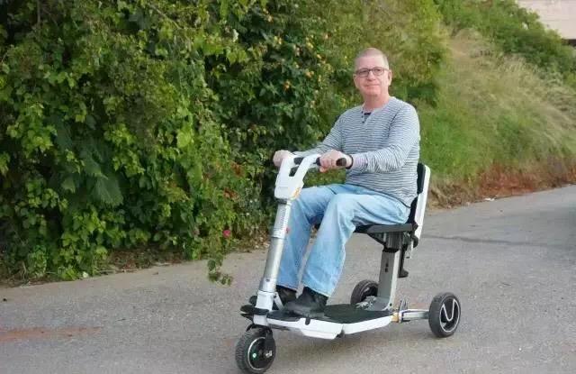 超迷你折叠代步电动车Atto创意设计
