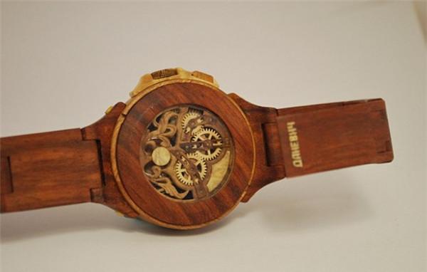 令人膜拜的全木雕手表创意设计