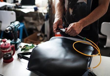 实用创意设计:抗震防摔充气背包创意