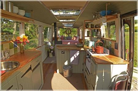 废旧巴士改造的巴士小旅馆创意设计