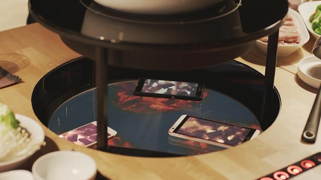 创意广告:手机加热火锅?宜家推出专心吃饭火锅桌