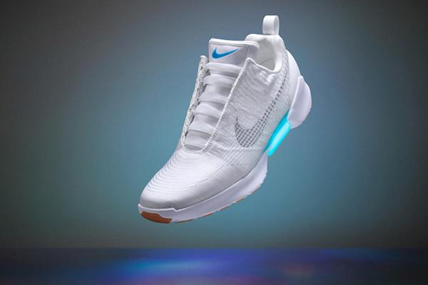 耐克发布自动系鞋带运动鞋创意,HyperAdapt,1.0创意设计