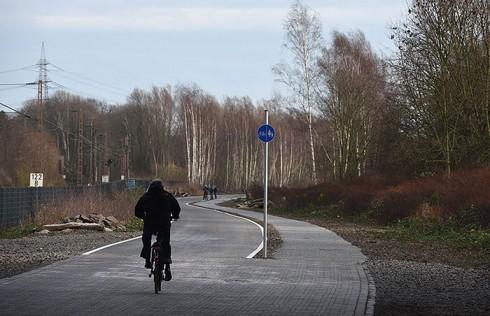 德国修建全长100公里的自行车专用公路创意设计