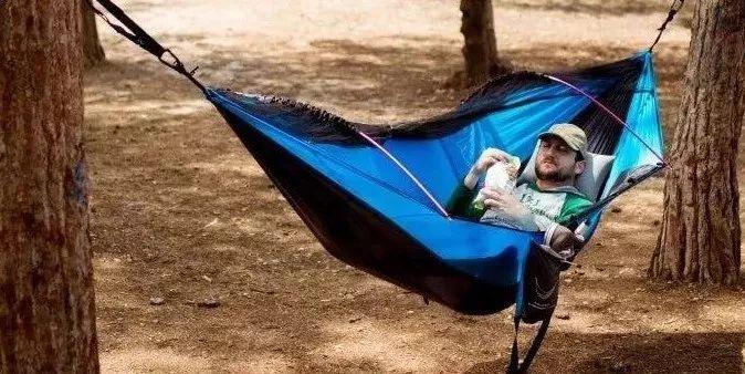 这绝对是最适合放松的吊床创意设计创意,没有之一!