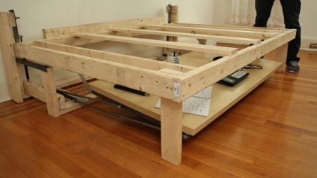 节省空间的折叠床与桌创意设计