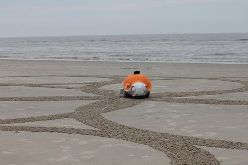 BeachBot:可制作巨型沙画的机械海龟创意设计