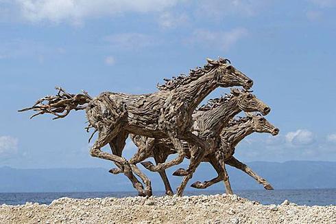 木条拼成的木马创意设计