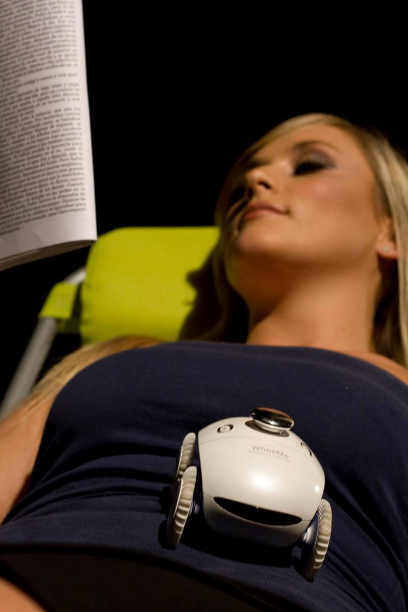 消除疲劳的按摩机器人创意设计