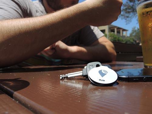小巧轻薄的物件追踪器创意设计