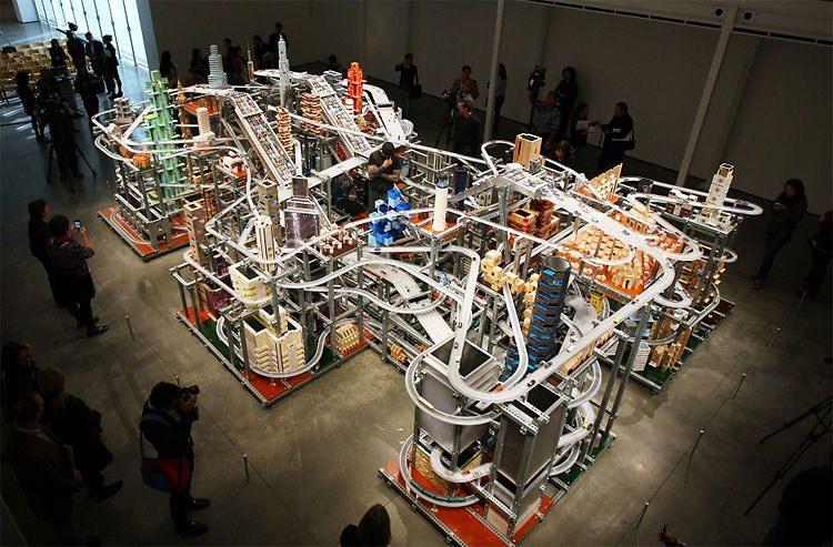 震撼的微缩城市动态雕塑创意设计