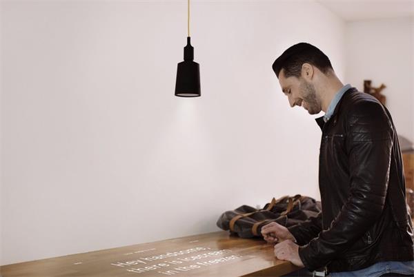 既是吊灯也是迷你投影仪创意,Beam创意设计