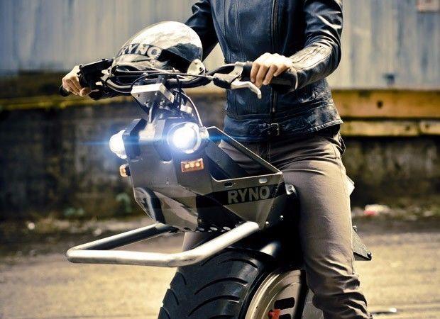 老外花135万耗时8年为女儿打造《七龙珠》同款独轮摩托车创意设计