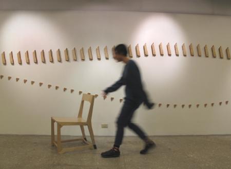 挂在墙壁上的折叠座椅创意设计