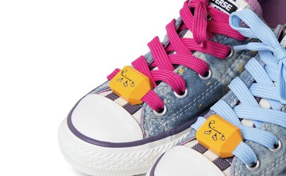 绑在鞋带上的GPS计步器创意设计
