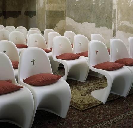 教堂内的Panton和Eames创意设计