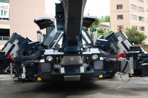 日本60多岁工程师耗时11年打造巨型机械甲虫创意设计