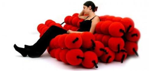 布球沙发 可随坐姿改变形状创意设计