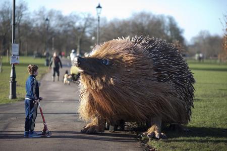 伦敦克来芬公园逼真的刺猬雕塑创意设计