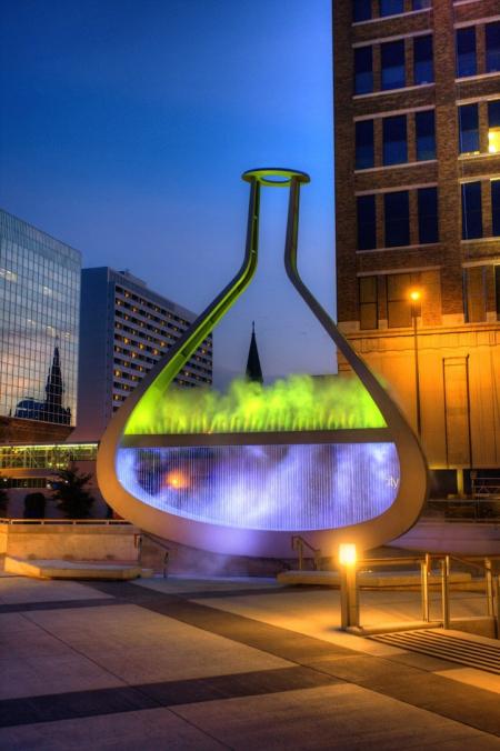 巨大的烧瓶艺术创意设计