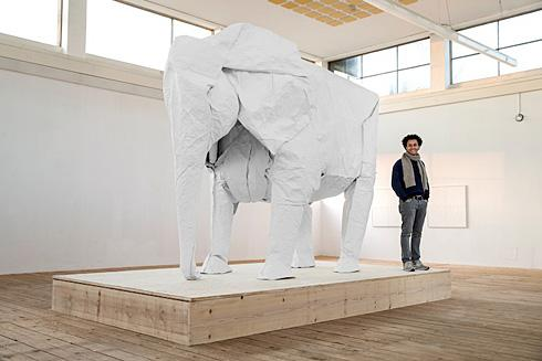 牛人用一张白纸折出真实尺寸大象创意设计