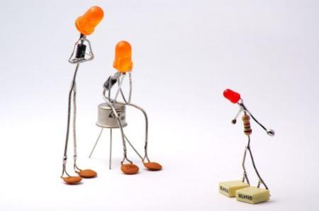 生动的元器件小人创意设计
