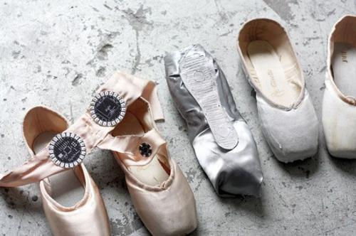可记录舞蹈轨迹的芭蕾舞鞋创意设计