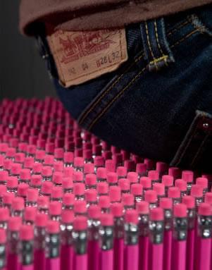 插满铅笔的长凳创意设计