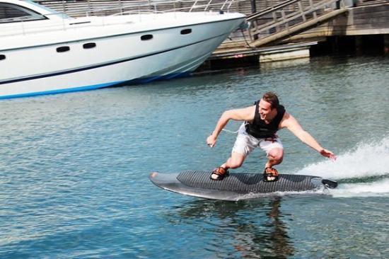 Radinn创意,电动滑水板,让你随时都能玩