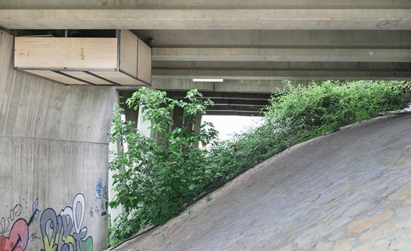天桥下的私密悬空工作室创意设计