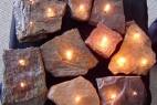 石块做成的煤油灯创意设计