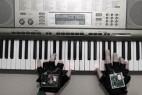 让你瞬间变成钢琴王子的智能钢琴手套创意设计