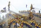 日本:六年一次御柱祭,骑着原木滑山坡